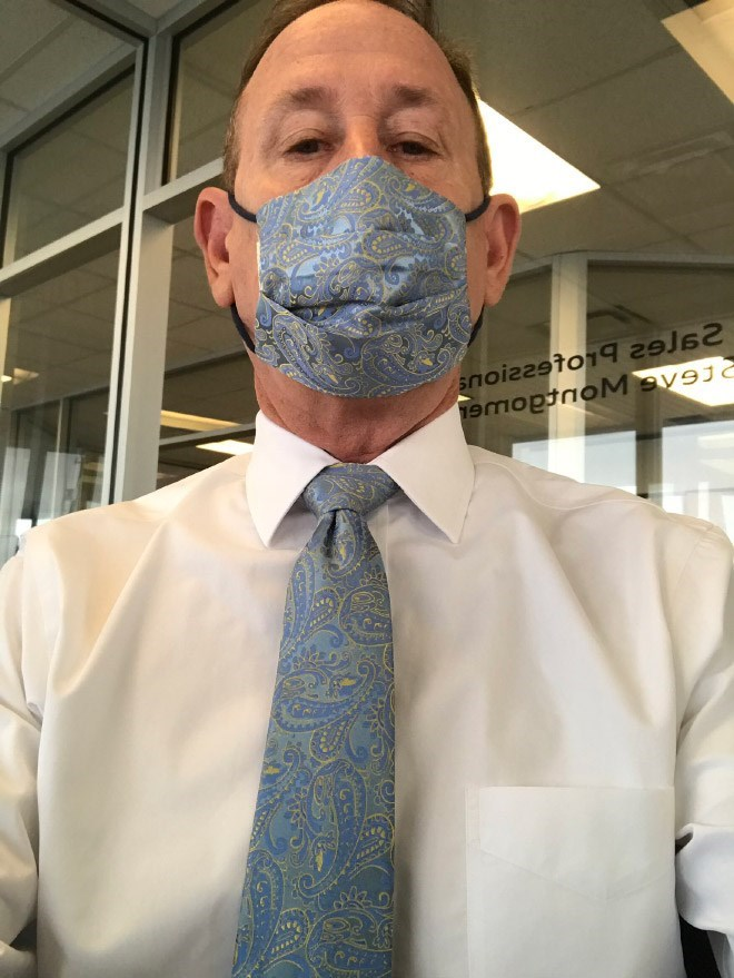 Korona Virüsü, Komik Fotoğraflar,Maske Kravat Kombini
