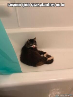 banyonun içinde susuz yıkanılmıyo mu he